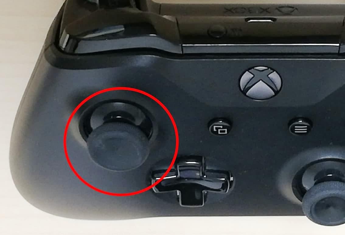 XboxOneコントローラー、3の位置のボタン