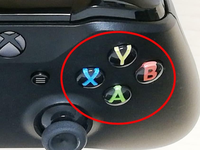 XboxOneコントローラー、YBAXの位置のボタン